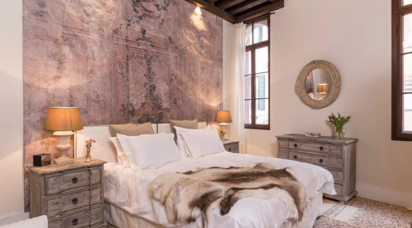 destination-m-venice-apt-bedroom