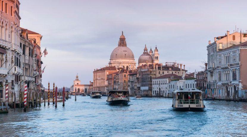 destination-m-venice-apt-canals
