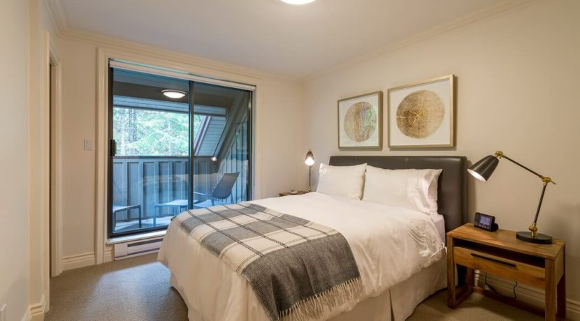 destination-m-whistler-bedroom