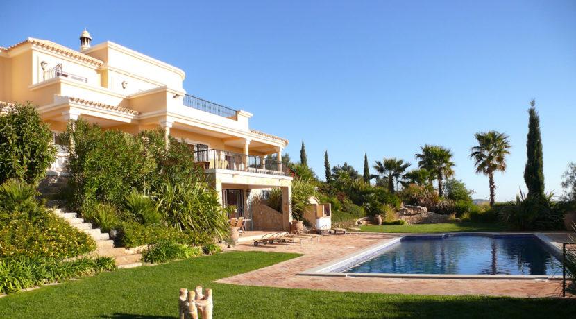 rocksure-portugal-house-backyard