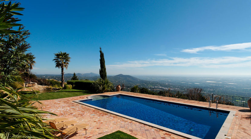 rocksure-portugal-house-pool