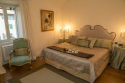 equity-estates-florence-italy-bedroom