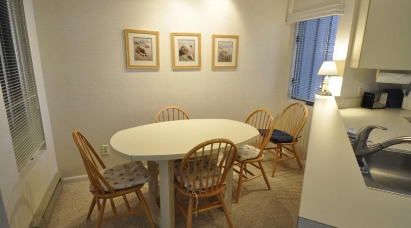 lodging_hawks-nest-40-dining__1