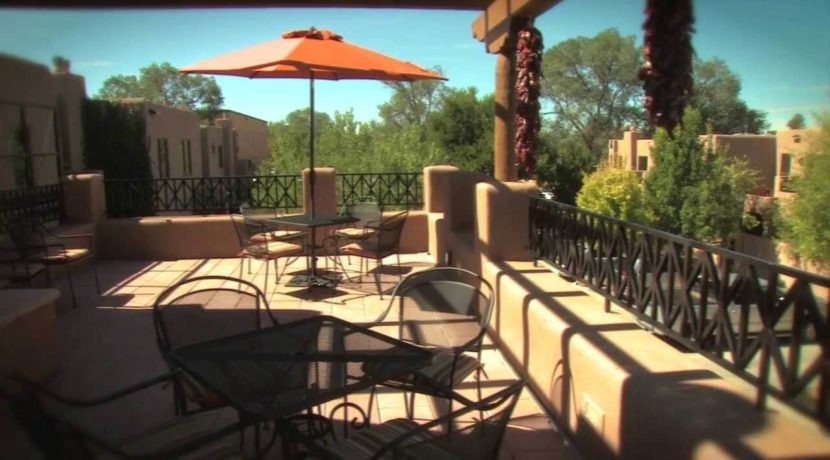 fairmont-heritage-place-patio