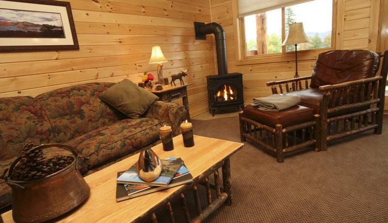 lake-george-fractional-lodge-livingroom