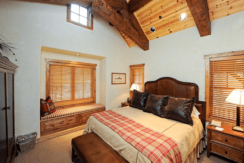 roaring-fork-fractional-cabin-bedroom