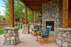 roaring-fork-fractional-cabins-patio