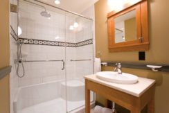 tamarack-lodge-condo-bathroom