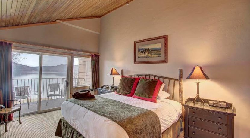 whitefish-residence-club-bedroom-lake