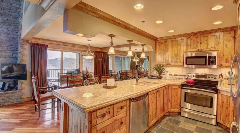 whitefish-residence-club-kitchen