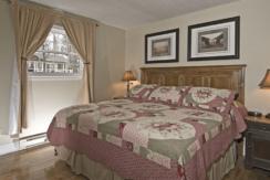 blue-water-acres-cottage-bedroom
