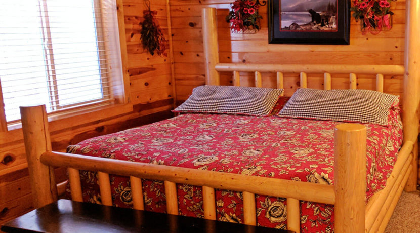 cabins-at-bear-river-fractional-cabin-bedroom