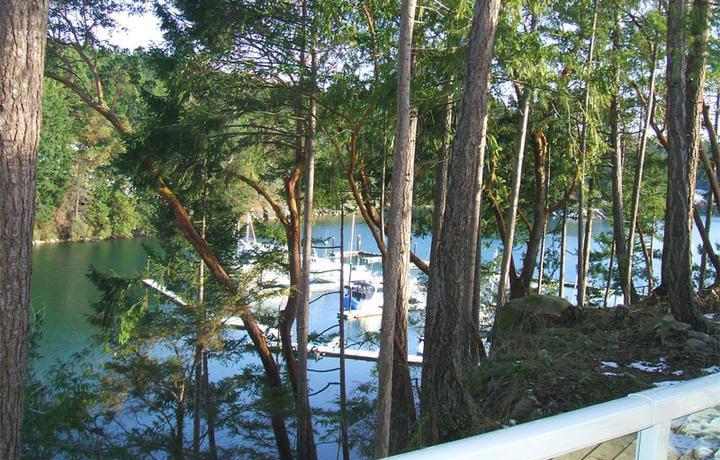 pender-island-fractionals-balcony
