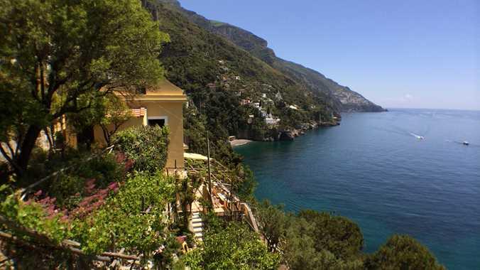https://cms.inspirato.com/ImageGen.ashx?image=%2fmedia%2f9397672%2famaflicoast-residence-villa-gioiello-extview.jpg&compression=50&width=676