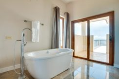 belize-fractional-bathroom