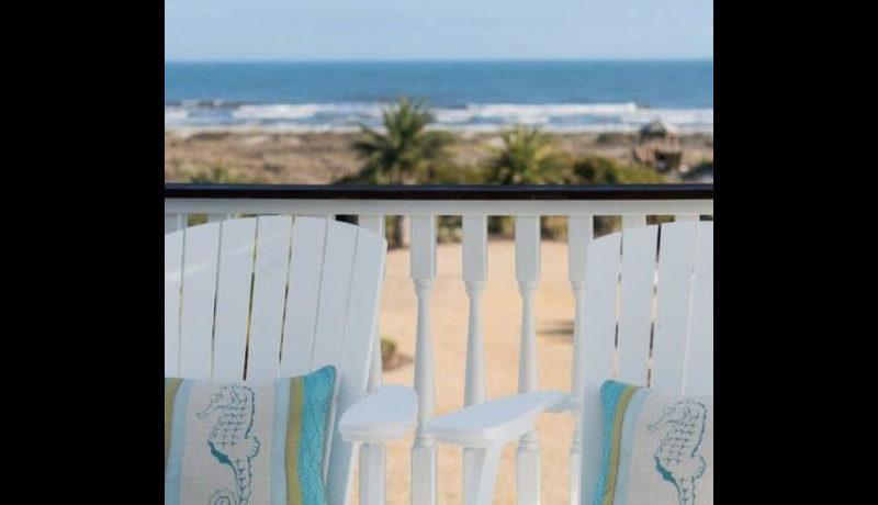 isle-of-palms-home-balcony