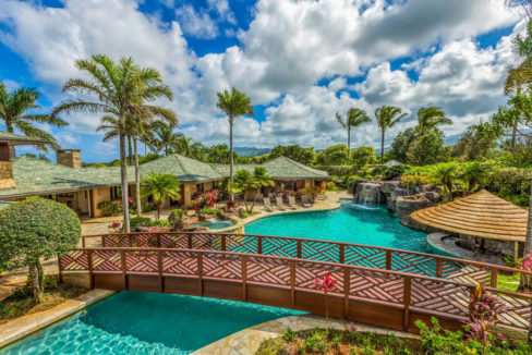 lifestyle-asset-group-kauai-mansion-pool-bridge