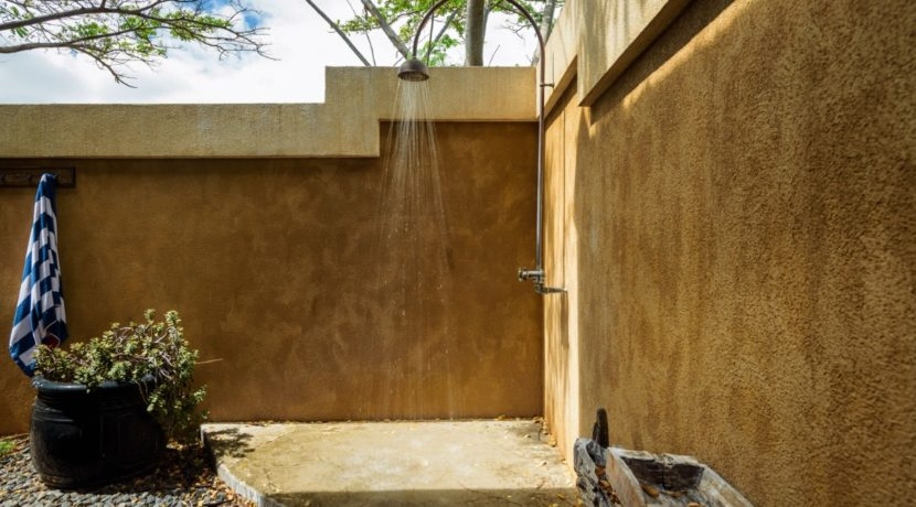 lahaina-fractional-outdoor-shower