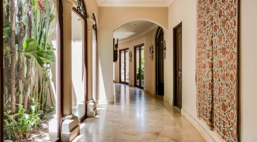 Villa-Paraiso-Hallway